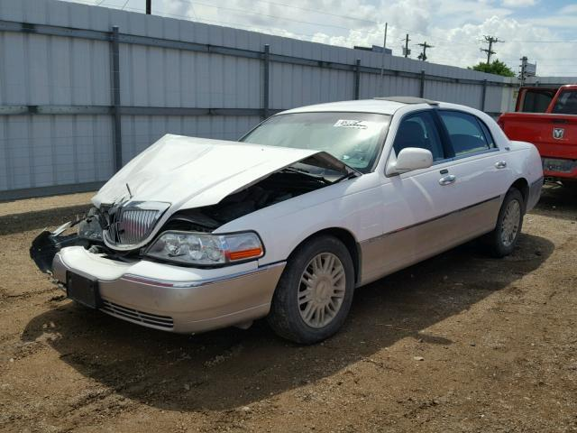 Salvage Car Lincoln Town Car 2007 White For Sale In Mercedes Tx