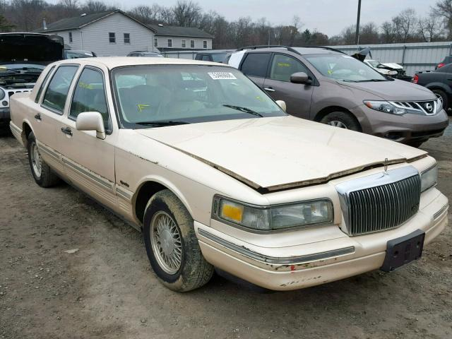 Salvage Car Lincoln Town Car 1997 Cream For Sale In York Haven Pa