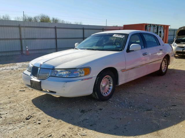 Used Car Lincoln Town Car 1998 White For Sale In New Braunfels Tx