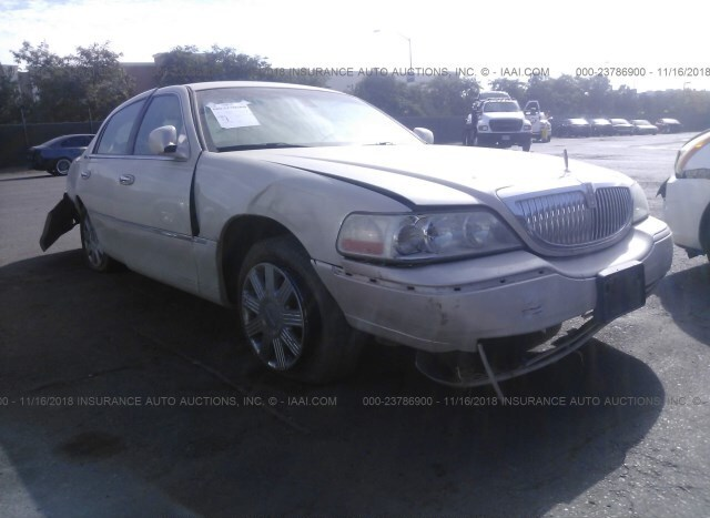 Salvage Car Lincoln Town Car 2003 Cream For Sale In San Diego Ca
