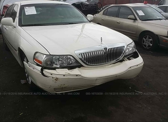 Salvage Car Lincoln Town Car 2003 White For Sale In Fontana Ca
