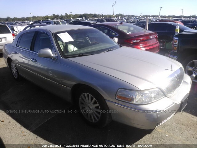 Salvage Car Lincoln Town Car 2003 Silver For Sale In Sanford Fl