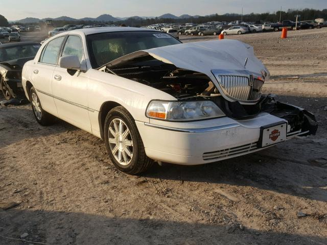 Salvage Car Lincoln Town Car 2007 White For Sale In Madisonville Tn