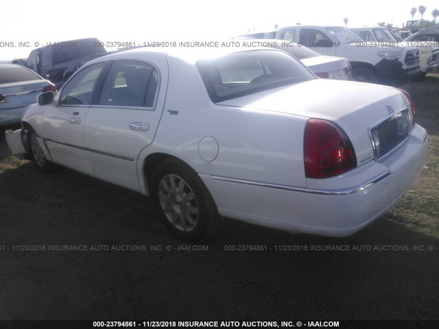 Salvage Car Lincoln Town Car 2011 White For Sale In Phoenix Az
