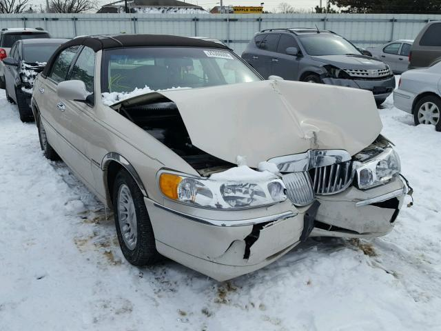 Salvage Car Lincoln Town Car 2001 Cream For Sale In Moraine Oh