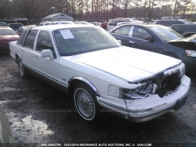 Salvage Car Lincoln Town Car 1995 White For Sale In Yorktown Va