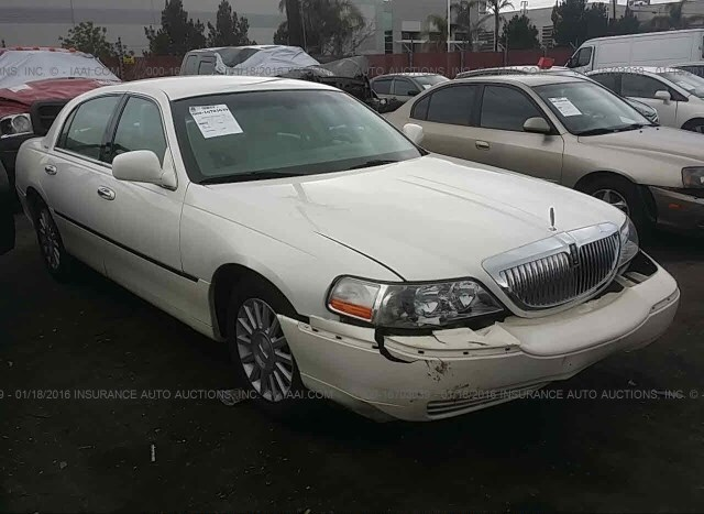 2016 Lincoln Town Car >> Salvage Car Lincoln Town Car 2003 White For Sale In Fontana