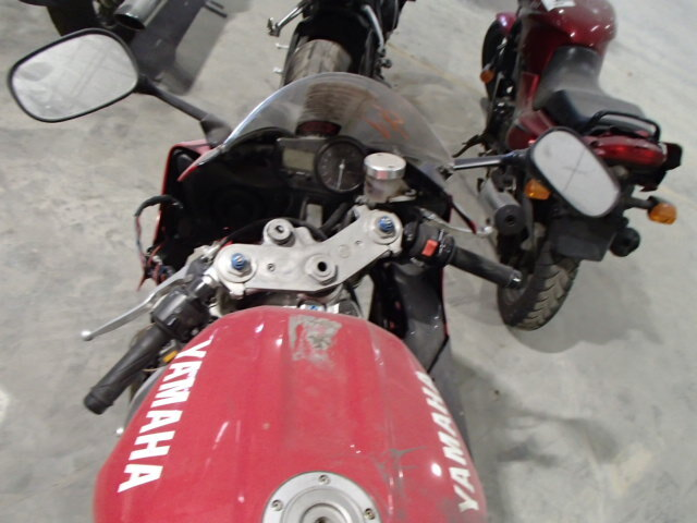 Salvage Motorcycle Yamaha Yzf-R1 2000 Red for sale in GASTON